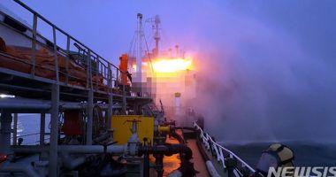 Doi marinari au murit în incendiul de pe un tanc petrolier