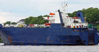 Foto : Doi navigatori români sunt  într-o situație critică, pe o navă  cu  nouăzeci de emigranți revoltați