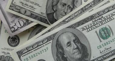 Dolarul american pierde şi astăzi din teren!