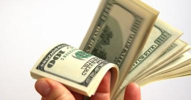 Dolarul american îşi continuă deprecierea!