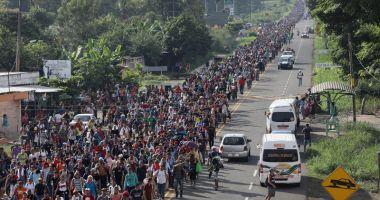 Donald Trump vrea să trimită  15.000 de soldaţi la frontiera cu Mexic