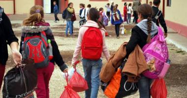 Primăria Constanţa începe distribuirea pachetelor pentru copii. IATĂ DISTRIBUIREA PE UNITĂŢI DE ÎNVĂŢĂMÂNT