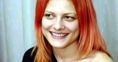 Actriţa care şi-a transformat lucrarea de disertaţie în act artistic