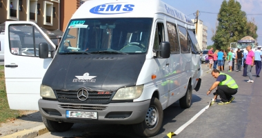 Dou� microbuze, implicate �n accidente cu victime la Constan�a