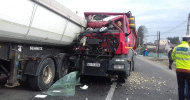 Imagini incredibile! Grav accident rutier pe DN3, cu două camioane implicate