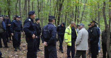 Informație despre mama şi copilul de 3 ani, rătăciţi de ieri în pădure