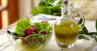 Dressingul perfect pentru o salată prietenoasă cu silueta