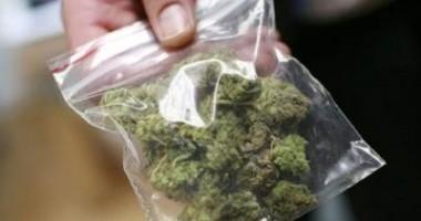 Vindea droguri în cartierul Medeea