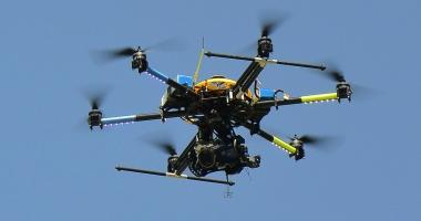 CAPTURĂ IMPRESIONANTĂ. O dronă cu droguri, surprinsă deasupra penitenciarului