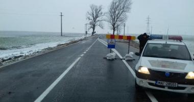 Cod galben de vânt, cum se circulă la Constanţa. Un drum naţional, închis!