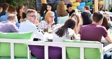GALERIE FOTO. FIŢE ŞI FIGURI DE BUFTEA / Cum au început studenţii constănţeni anul universitar