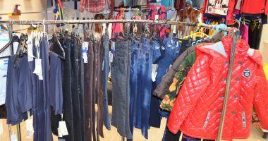"""A dat """"lovitura"""" într-un centru comercial: a furat haine de 305 de lei"""