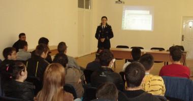 """Elevii, în vizită la Poliţia Constanţa, în cadrul proiectului """"Şcoala Altfel"""""""