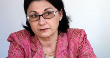Ecaterina Andronescu, invitată  la deschiderea Şcolii de Vară