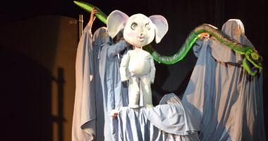 """""""Elefănţelul curios"""" îi așteaptă  pe cei mici la Teatrul """"Căluţul de mare"""""""