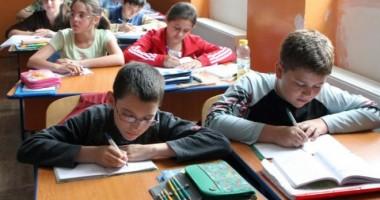 Mesaje antidrog pentru elevi, în prima zi de şcoală