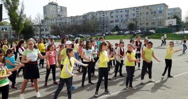 Elevii constănţeni au dansat pentru sănătate