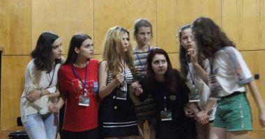 """Elevii Colegiului """"Regina Maria"""", pe scena Festivalului """"Miturile cetăţii"""" 2018"""