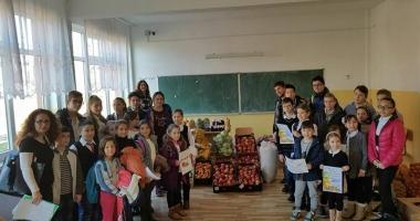 Elevii constănţeni au donat alimente familiilor nevoiaşe