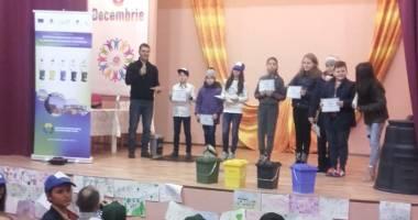 Elevii din Techirghiol învaţă cum să colecteze selectiv deşeurile