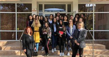 Liceenii de la Călinescu, dornici să afle cum îşi pot continua studiile în Franţa