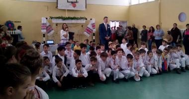 Elevii din Năvodari sărbătoresc  Ziua Dobrogei cu dansuri  şi cântece tradiţionale
