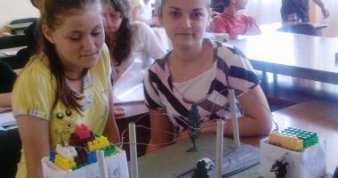 Elevii vin cu soluţii pentru a economisi energia electrică