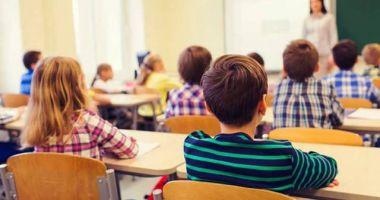 Autorizaţia ISU nu mai contează la acreditarea şcolilor de stat, dar e obligatorie la privat