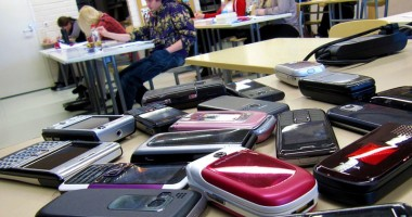 Profesorii, liberi să caute poze erotice în telefoanele elevilor