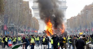 Macron ar urma să anunţe organizarea unui referendum în Franţa