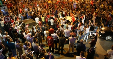 Coşmarul continuă! Un nou val de epurări în Turcia