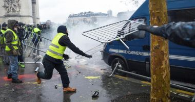 Erdogan, reacţie critică după violenţele din Franţa