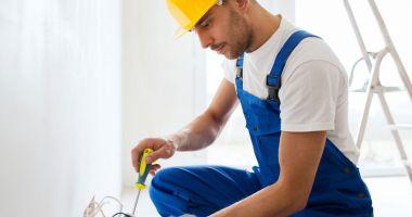 Joburi în străinătate. Se caută electricieni, sudori şi instalatori
