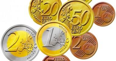 Euro, puţin mai slab