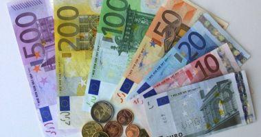 Euro, nou record istoric: a depăşit pragul de 4,69 lei la cursul BNR