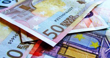Euro a trecut pragul psihologic de 4,7 lei