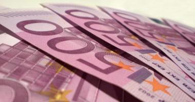 Euro rămâne sub 4,45 lei