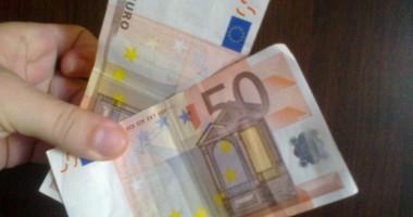 Euro se apreciază uşor!
