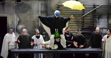 """""""Eutopia"""", o piesă jucată cu nerv, în care spectatorii au interacţionat cu actorii"""