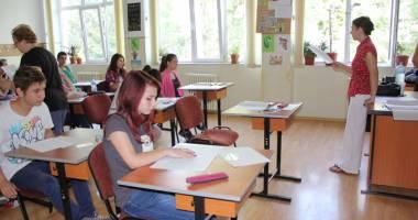 13 elevi constănţeni, premiaţi de Guvern