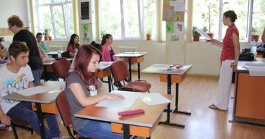 Foto : Veste proastă pentru elevi: şcoala începe mai devreme, nu la 15 septembrie