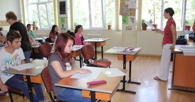Rechizite și echipament de sport pentru toți elevii, anunță Ministerul Educației