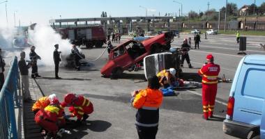 Interven�ie de Cod Ro�u.  15 victime �n urma unui accident  pe autostrad�