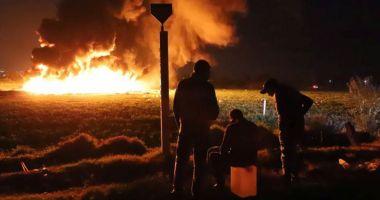 Foto : CEA MAI MARE TRAGEDIE DIN ULTIMII 20 DE ANI! 73 de morţi, după ce oamenii au încercat să fure benzină cu găleata, dintr-o conductă spartă de hoţi