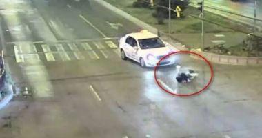 SCENE ŞOCANTE! Adolescentă de 16 ani, spulberată de un taxi pe o trecere de pietoni
