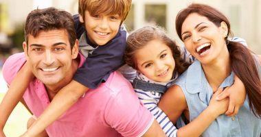 """""""Mama"""" și """"tata"""" devin """"părintele 1"""" și """"părintele 2"""". Apar critici dure!"""
