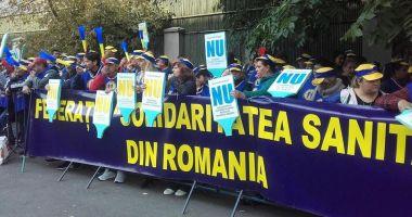 """Federația """"Solidaritatea Sanitară"""" acuză guvernanții că vor să reducă salariile"""
