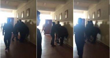 """Femeile care au bătut un băiat la şcoala """"Dan Barbilian"""", ARESTATE LA DOMICILIU"""