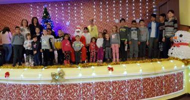Femeile din PNL Constanța au dus daruri copiilor  din Lumina, Conacu și Movila Verde