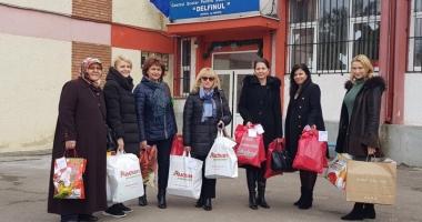 """Femeile din PSD Constanţa au oferit  daruri micuţilor de la Centrul """"Delfinul"""""""